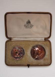 Medallions in honour of John Philip Kemble and David Garrick