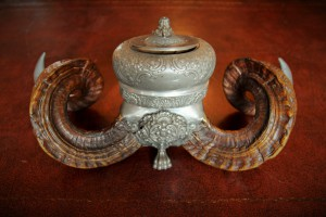 Double rams-horn snuff-mill